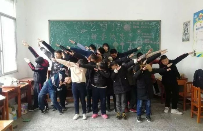 """最真实的""""变形记"""" 在贵州支教学生的故事[2019-1-24]"""